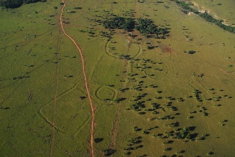 Amazon earthworks courtesy of Edison Caetano